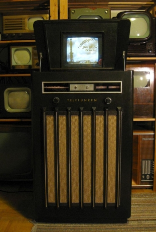 AEG/Telefunken television from 1937. This was newfangled back when I started screening videos for this course. Eckhard Etzold, CC BY-SA 2.0